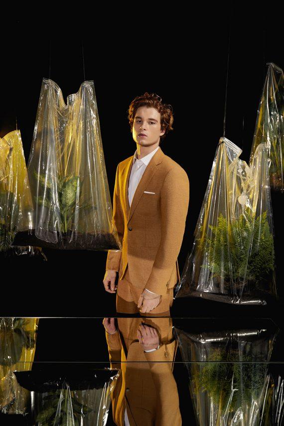 max-costume-jaune-2