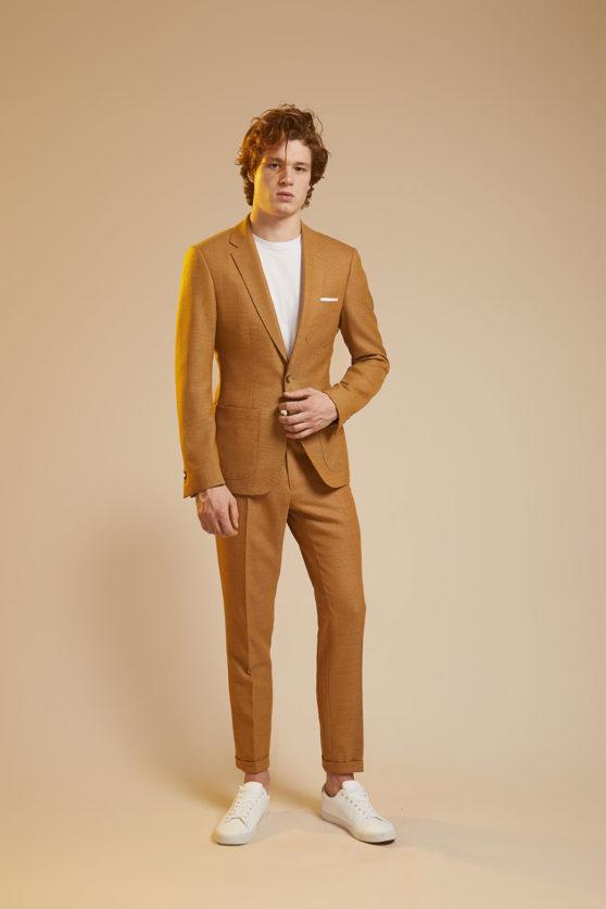 max-costume-jaune